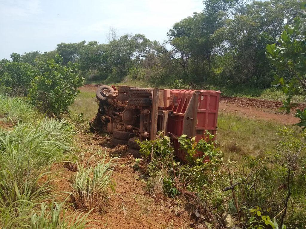 Tentativa de ultrapassagem termina em colisão frontal entre bi trem e caminhão em Porto Alegre do Norte