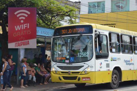 Os ônibus que circulam na Capital estão equipados com wi-fi da Itaipava até 17 de abril (Crédito: Reprodução)