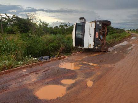 O caminhão estava descarregado. (Crédito: reprodução)
