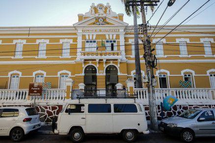 Fachada do Palácio da Instrução, onde funciona a Biblioteca Pública Estadual Estevão de Mendonça (Crédito: Alair Ribeiro/MidiaNews)