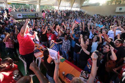 Profissionais participaram de assembleia no auditório da Escola Estadual Presidente Médici, em Cuiabá (Crédito: Alair Ribeiro/MidiaNews)