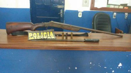 Arma apreendida com o suspeito de agressão a esposa (Crédito: Agência da Notícia)