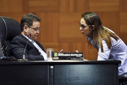 O presidente da Assembleia Legislativa, Eduardo Botelho, e a deputada Janaina Riva (Crédito: Alair Ribeiro/MidiaNews)