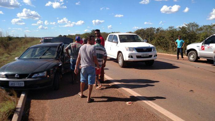 Os veículos seguiam no mesmo sentido no momento da colisão (Crédito: Agência da Notícia)