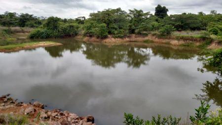 O cenário vem se agravando com a rápida redução do nível do Córrego Cacau (Crédito: Agência da Notícia)