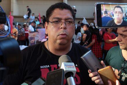 O presidente do Sintep-MT, Valdeir Pereira: piquete na Seduc (Crédito: Alair Ribeiro/MidiaNews)