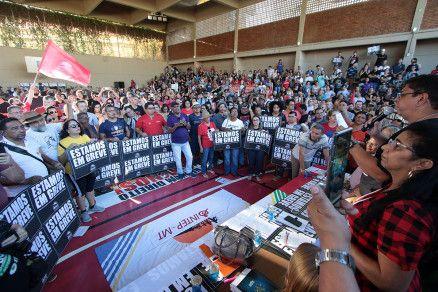 Os profissionais da Educação de Mato Grosso votaram por manter greve (Crédito: Alair Ribeiro/MidiaNews)