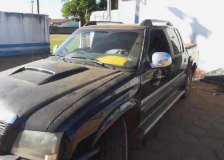 O revólver estava escondido dentro de um fundo falso no interior do veículo (Crédito: Agência da Notícia)