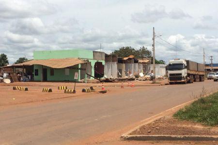 Os bares que funcionavam no local foram demolidos (Crédito: Agência da Notícia)