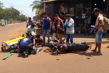 A colisão ocorreu na Rua Iporá, as motocicletas seguiam juntas no mesmo sentido (Crédito: Agência da Notícia)