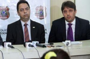 Coordenador de Operações Especiais da CGU, Israel Carvalho, e o delegado da PF, Adriano Junqueira (Crédito: Reprodução)