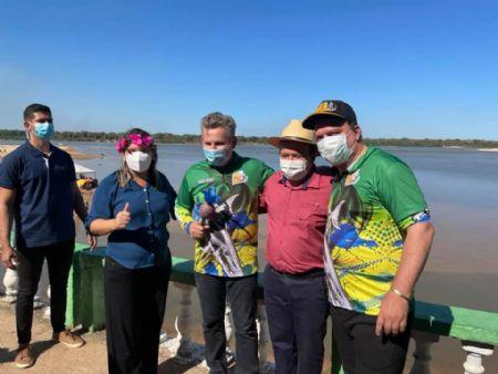 Governador em visita a Orla de São Felix do Araguaia (Crédito: Agência da Notícia com Reprodução)
