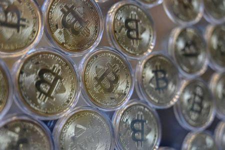 Representação física da criptomoeda Bitcoin (Crédito: Agência da Notícia com Reprodução)
