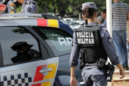 A Polícia Militar fez rondas na cidade, mas não conseguiu encontrar o criminoso (Crédito: Agência da Notícia com Reprodução)