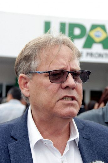 Gilberto Figueiredo fala com imprensa durante abertura de UPA (Crédito: Rodinei Crescêncio)