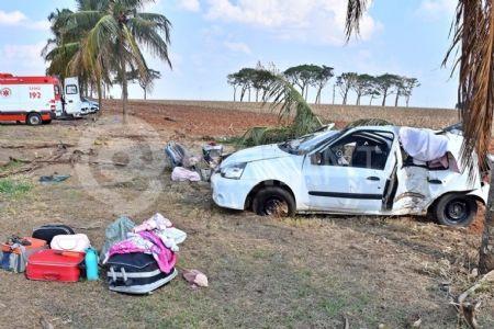 O Renault Clio em que estava a família (Crédito: Agência da Notícia com Reprodução)