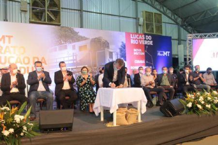 Governador assina contrato para ferrovia em Lucas do Rio Verde (Crédito: Agência da Notícia com Reprodução)