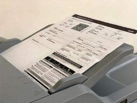 Licenciamento em formato de papel A4 (Crédito: Agência da Notícia com Reprodução)