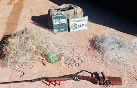 A denúncia descrevia que várias pessoas estariam no leito do Rio Xavatinho usando redes e tarrafas e atirando. (Crédito: Agência da Notícia com Reprodução)