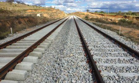 Com 383 km de extensão, o trecho da Ferrovia de Integração Centro Oeste que começa na Ferrovia Norte-Sul em Mara Rosa/GO e vai até Água Boa/MT escoará a produção de grãos da região. (Crédito: Agência da Notícia com Reprodução)