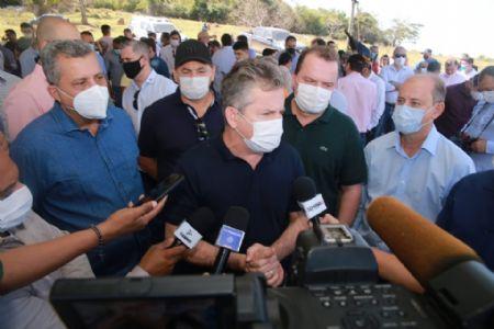 Governador em entrevista para a imprensa local de Ribeirãozinho (Crédito: Agência da Notícia com Reprodução)