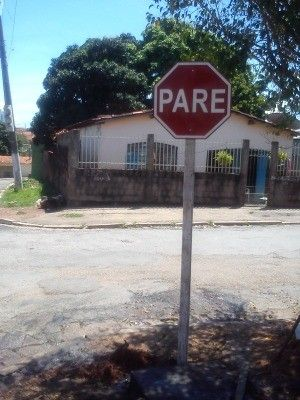 Placa foi instalada em cruzamento com a Rua Ciríaco Cândia (Crédito: Reprodução)