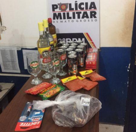 Os produtos furtados estavam em sacolas e dentro da bolsa da suspeita (Crédito: Agência da Notícia)